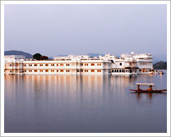 udaipur-lake-rajasthan-tour